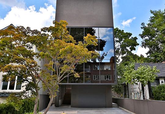 18 Thelma Avenue - iPhone house
