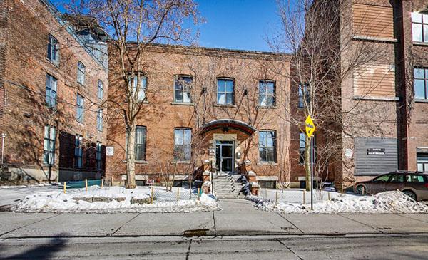 Sorauren Lofts - 347 Sorauren Avenue